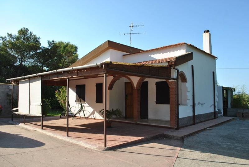 Sassari Loc. Saccheddu villino in ottime condizioni di mq 80 con due camere soggiorno con angolo cottura bagno e ampia veranda con terreno di pertinenza mq 4000 circa