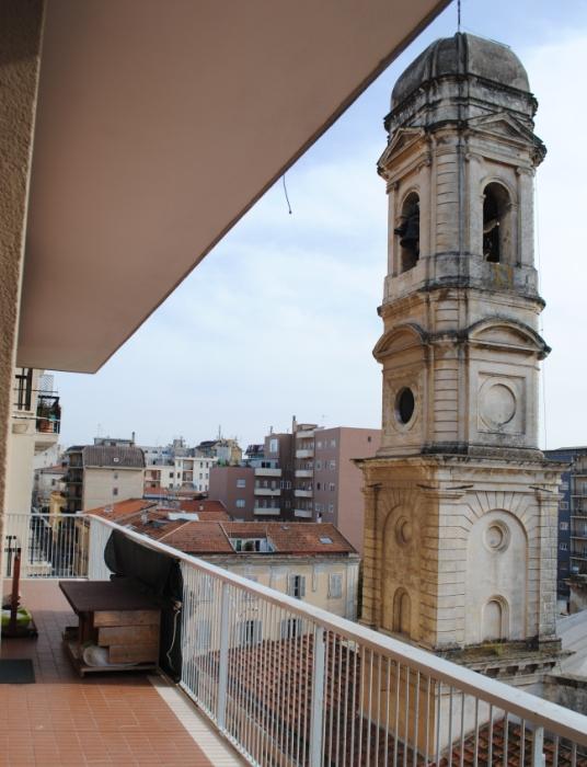 Sassari San Giuseppe luminosissimo quadrilocale con doppi servizi e ampi balconi completamente rimesso a nuovo